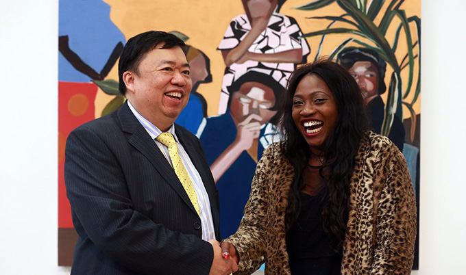 Joy Labinjo and Mr Wee Teng Woon, sponsor of the Woon Prize. Image courtesy of NCJ media