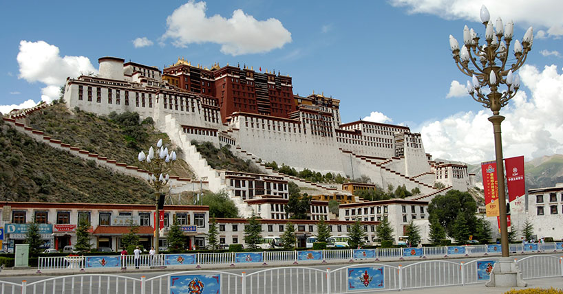Our researcher Yang Li conducted fieldwork at the Lhasa Film Festival in Tibet.