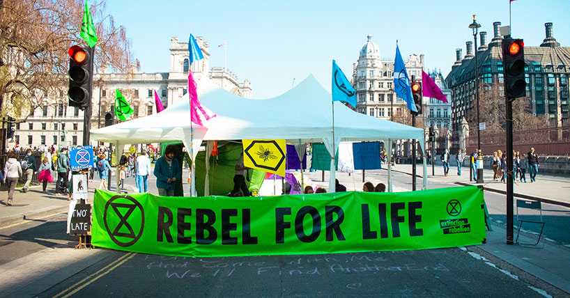 Extinction Rebellion: stand in road
